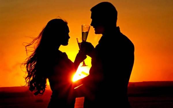 Влюбленная пара свидание на закате