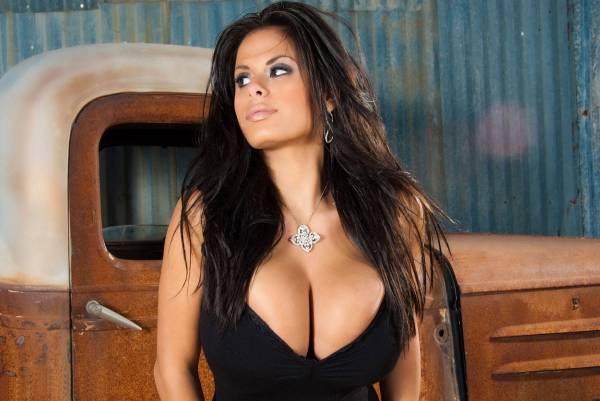 Фото женщины с большим бюстом